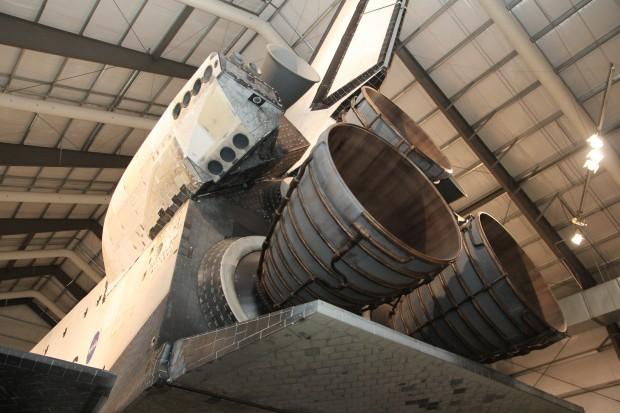 우주왕복선 '인데버'의 뒷모습. 추진력을 내는 로켓 엔진 3개가 보인다. - 로스엔젤레스=송경은 기자 kyungeun@donga.com